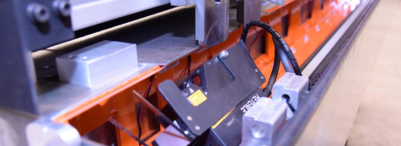 La máquina de control dimensional para analizar chapas de acero